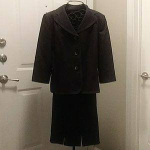 Le Suit 2-piece skirt suit